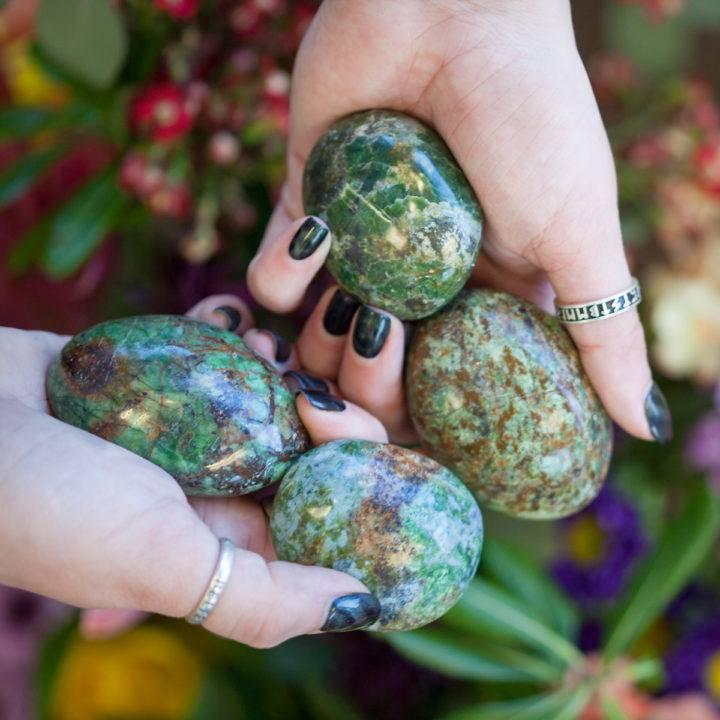 Chrysoprase Palm Stone