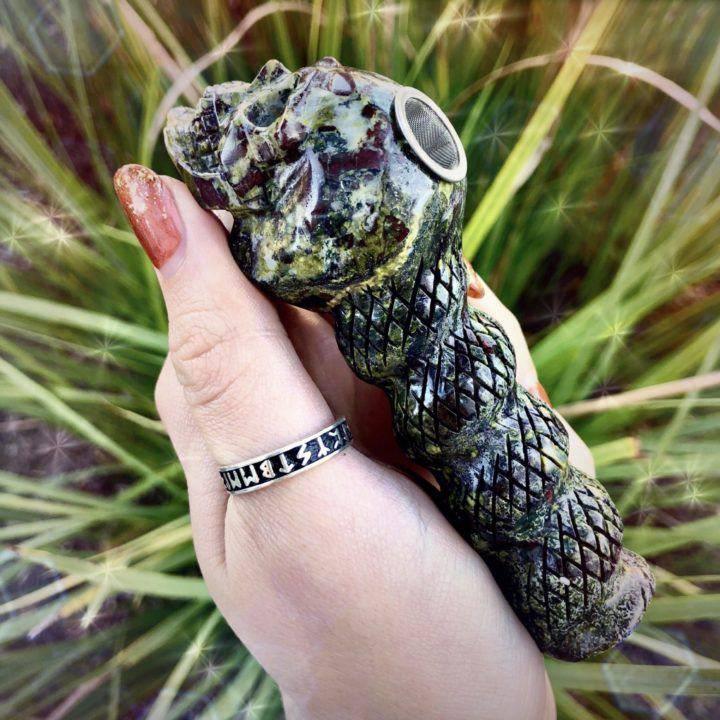 Dragonstone_Skull_Pipe_2of3_10_17