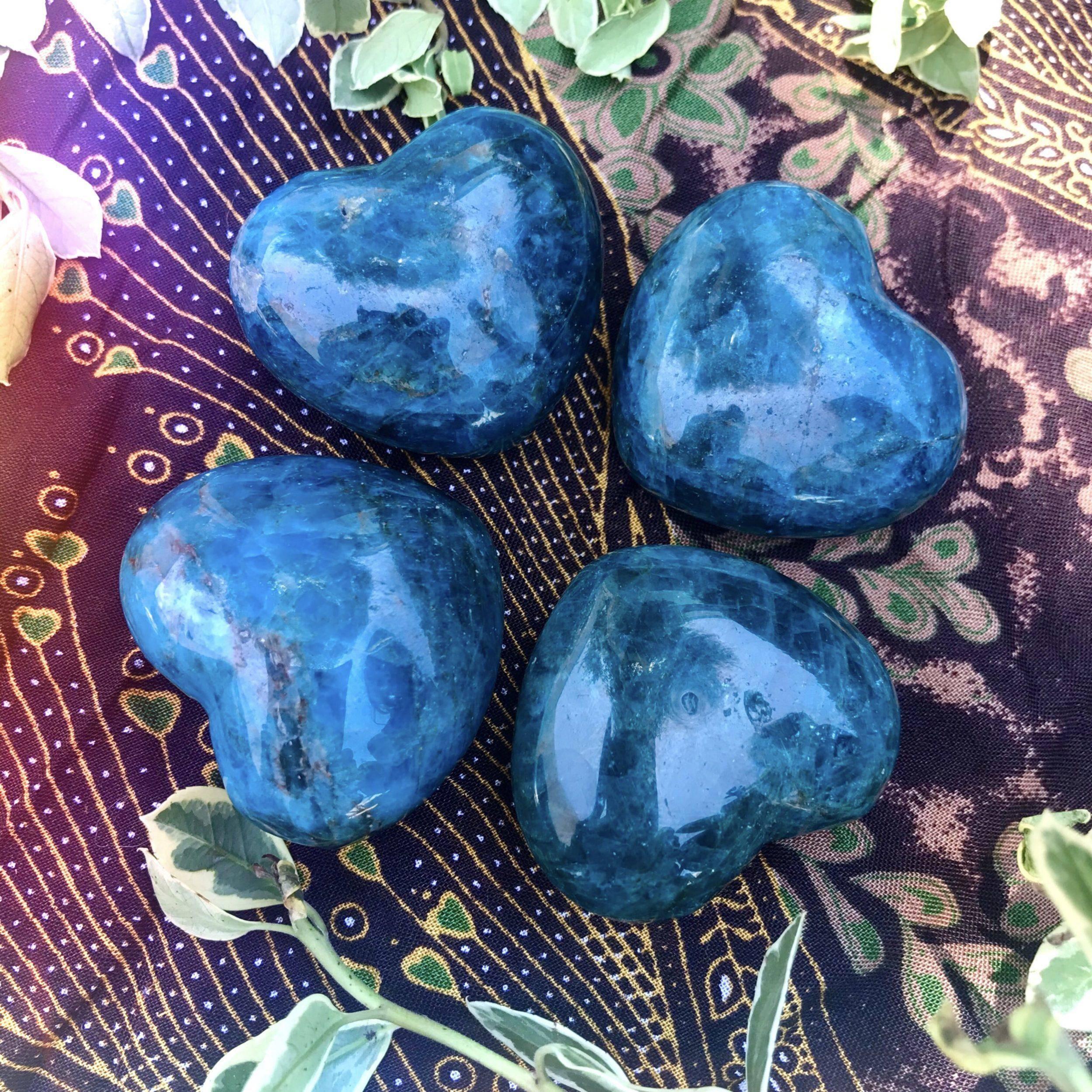 Gemmy_Blue_Apatite_Heart_1of2_8_5