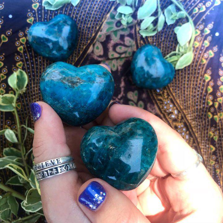 Gemmy_Blue_Apatite_Heart_2of2_8_5