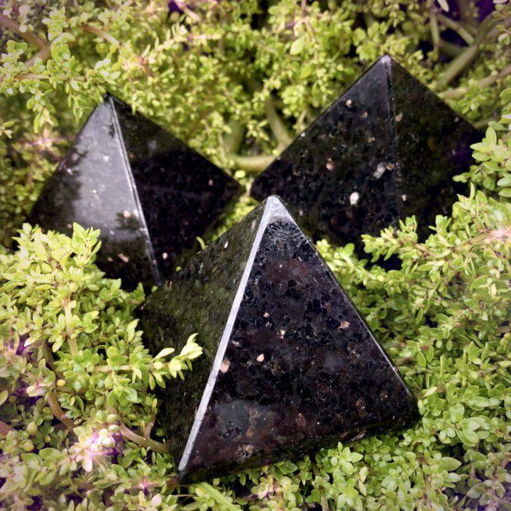Sacred_Magic_Nuummite_Pyramids_1of3_2_18